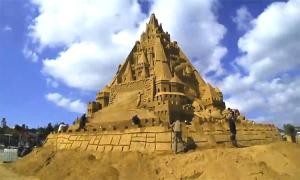 Lâu đài cát cao 21,16 m phá kỷ lục Guiness