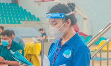 Nữ sinh gốc Thái tình nguyện chống dịch