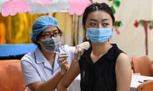 Bộ Y tế yêu cầu không nhận 'bồi dưỡng' khi tiêm vaccine