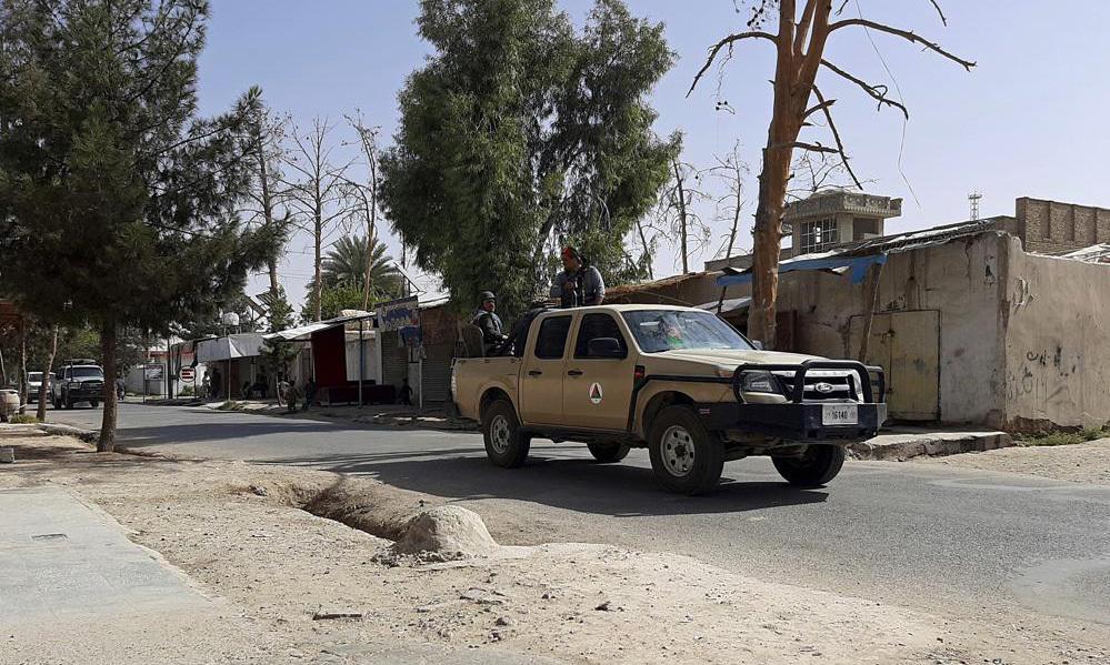 Afghanistan hối thúc dân rời thành phố bị Taliban vây hãm