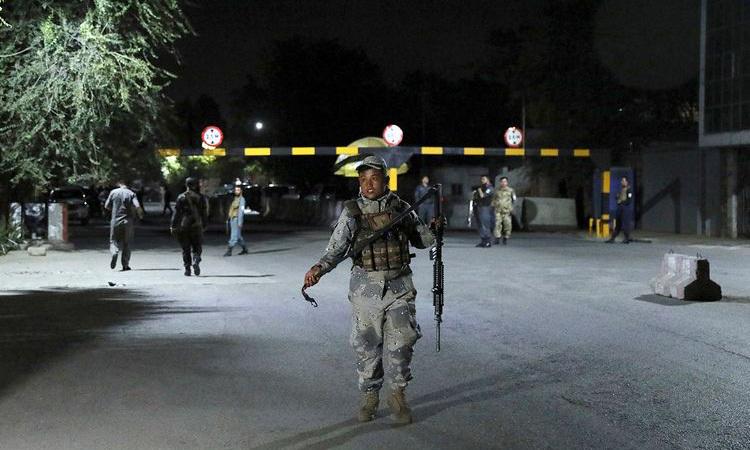 Đánh bom, đấu súng ở thủ đô Afghanistan