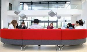 Trường Kinh doanh Cardiff đào tạo cân bằng lý thuyết và thực tiễn