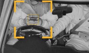 Cảnh sát soi camera 'dò' người dùng điện thoại khi lái ôtô