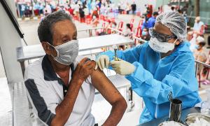 Nhiều tỉnh phía Nam tính 'nới lỏng' cho người đã tiêm vaccine