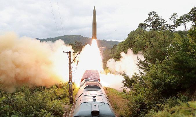 Khoảnh khắc tàu hỏa Triều Tiên phóng tên lửa đạn đạo