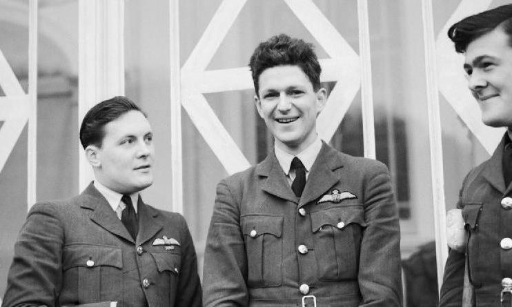 Trung úy Anh liều chết diệt máy bay Đức trong Thế chiến II