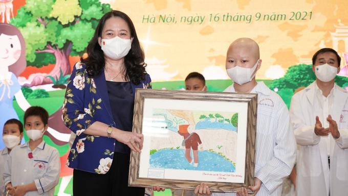 Bệnh nhi ung thư vẽ 'chủ quán cơm mất vì Covid-19'