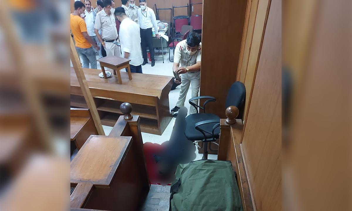 Đóng giả luật sư hạ sát trùm băng đảng tại tòa
