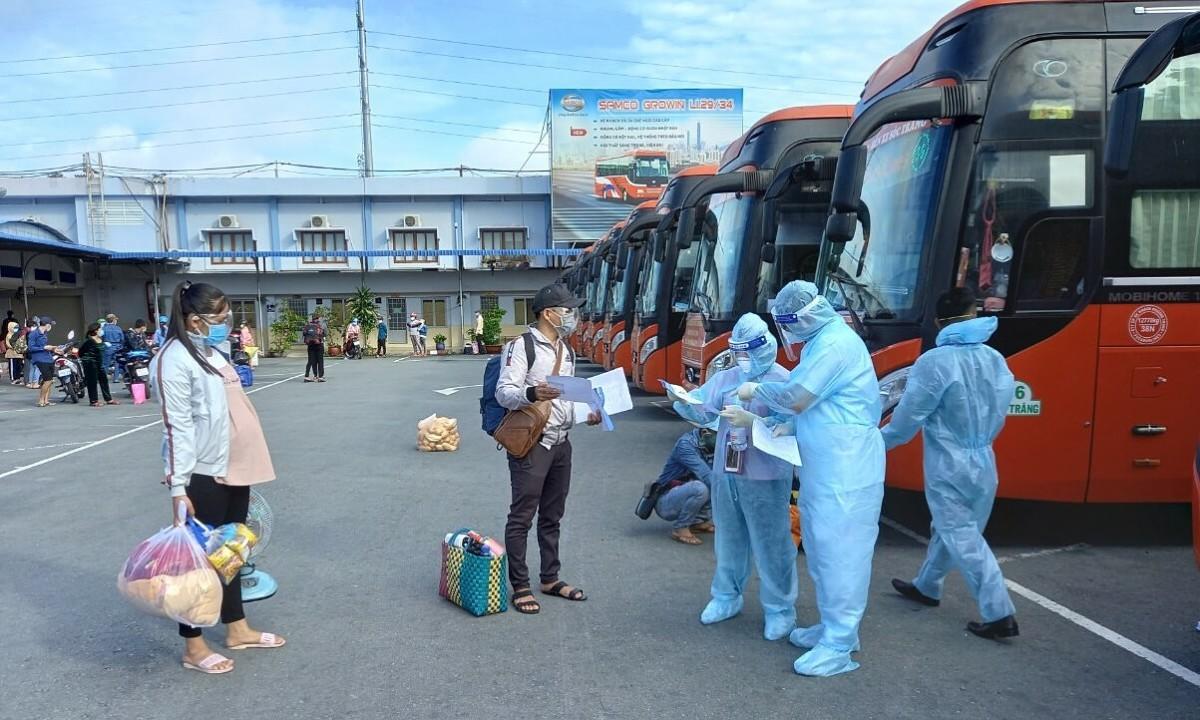 TP HCM đưa hơn 2.000 người về 6 tỉnh