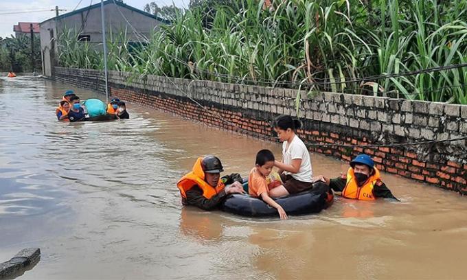 Nhiều hộ dân Nghệ An bị nước cô lập