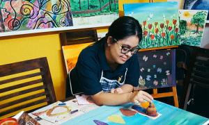 Tình yêu Việt Nam của nữ họa sĩ Ấn Độ mắc hội chứng down