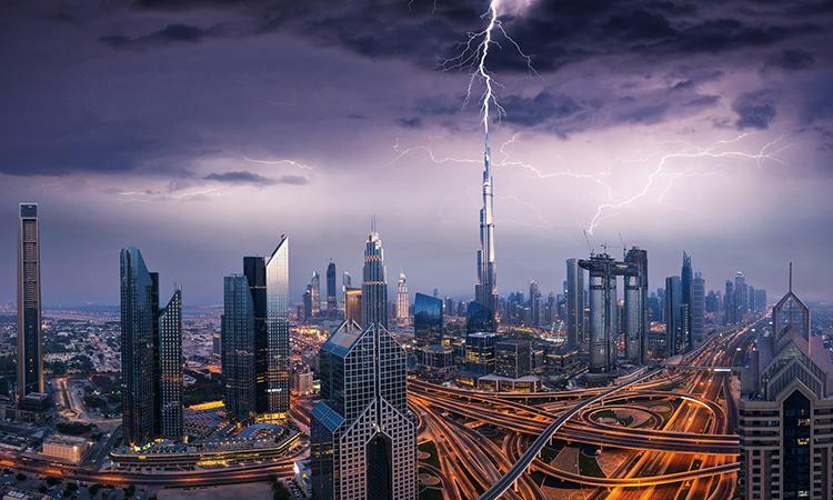 Điều gì xảy ra khi sét đánh trúng tòa nhà chọc trời?
