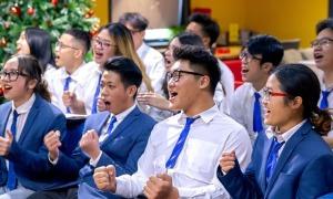 Học sinh trổ tài tranh biện bằng tiếng Anh