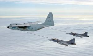 Máy bay chiến đấu tiếp nhiên liệu như thế nào?