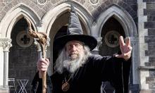 Thầy phù thủy nhận 368.000 USD ban phép cho thành phố