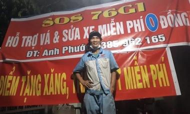 Chàng trai bán xe để vá lốp miễn phí cho người về quê