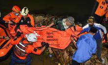 11 học sinh chết đuối khi dọn rác ven sông