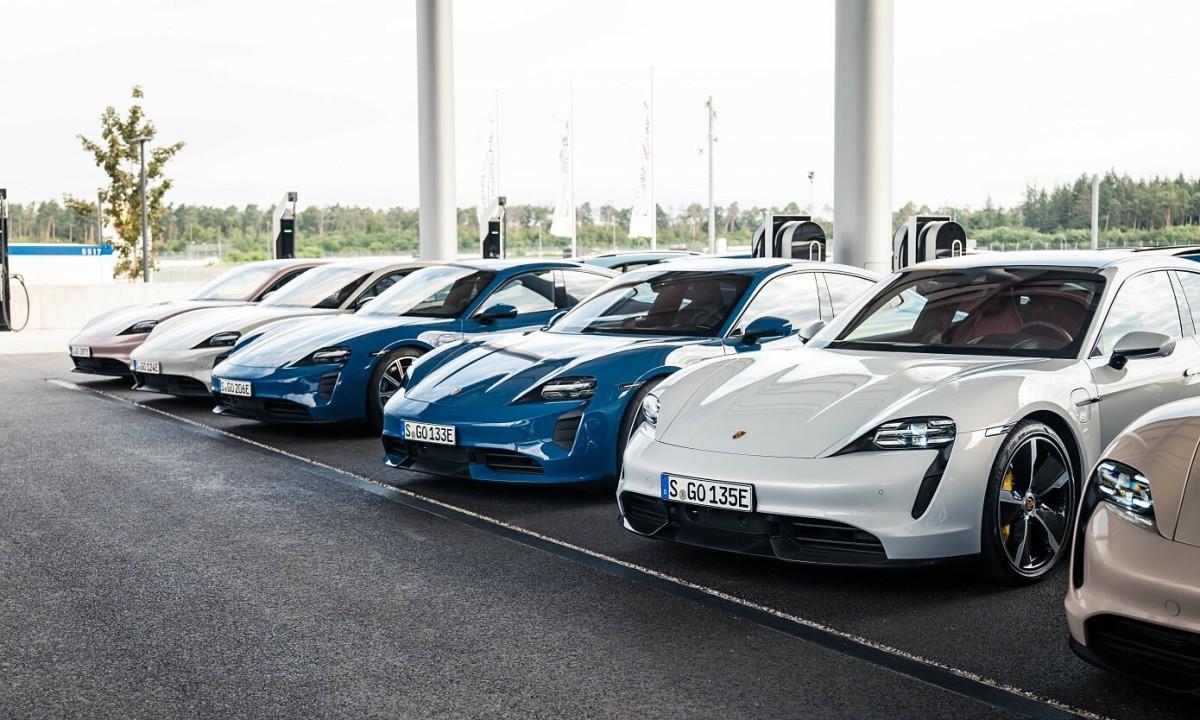 Xe điện Porsche Taycan có doanh số vượt mặt huyền thoại 911