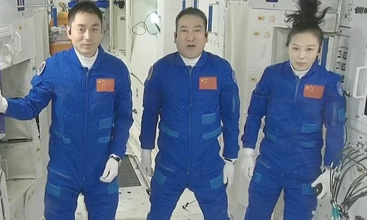 Phi hành gia bắt đầu nhiệm vụ dài nhất trên trạm Thiên Cung