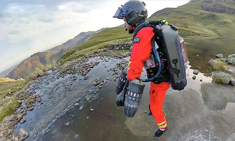 Thử nghiệm cứu hộ với bộ đồ bay nhanh nhất thế giới