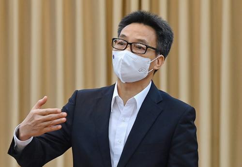 Phó Thủ tướng đặt hàng nghiên cứu ứng phó biến thể virus