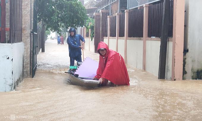 Hơn 1.000 hộ dân bị ngập, hai người mất tích