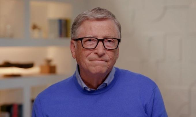 Bill Gates 'từng được khuyên ngừng tán tỉnh nữ nhân viên'