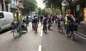 Cấm cả tuyến đường để trẻ đạp xe đi học