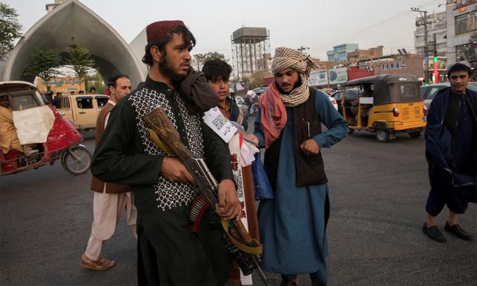 Taliban đấu súng, tiêu diệt ba kẻ bắt cóc IS