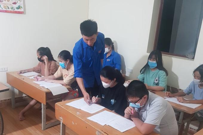 Chàng trai Hải Phòng vượt khó dạy tiếng Anh miễn phí cho các em nhỏ